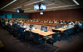 Το Eurogroup αποφάσισε να επιβληθούν κυρώσεις σε Ισπανία και Πορτογαλία λόγω μικρής απόκλισης στον προϋπολογισμό τους όσον αφορά το έλλειμμα.