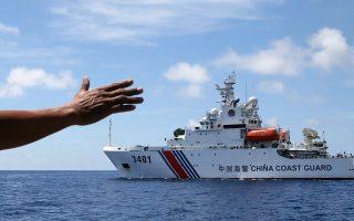 Κινεζικό πλοίο περιπολεί στη Νότια Σινική Θάλασσα. Το Πεκίνο, από την πρώτη στιγμή, θεωρεί άκυρη την απόφαση και δεν εννοεί να την εφαρμόσει.