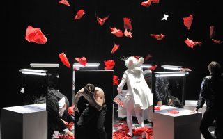 Η τρίωρη παράσταση «Αμλετ», σε σκηνοθεσία του Οσκάρας Κορσουνόβας, είναι ένα πρότζεκτ «σε εξέλιξη» από το 2008 έως σήμερα.