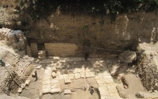 Η θεμελίωση του μεγάλου δημόσιου κτιρίου της εποχής των Πτολεμαίων που αποκάλυψε στην Αλεξάνδρεια η Καλλιόπη Λιμναίου - Παπακώστα (φωτογραφία του Παύλου Κοζαλίδη).