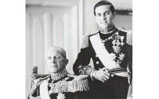 Ο βασιλιάς Παύλος με τον διάδοχο του θρόνου, Κωνσταντίνο.