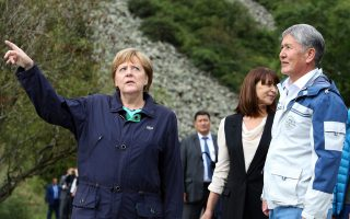 Η Γερμανίδα καγκελάριος Άγκελα Μέρκελ και ο πρόεδρος του Κιργιστάν, Αλμάζμπεκ Αταμπάγιεφ
