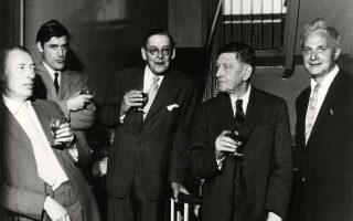 Από αριστερά: Louis MacNeice, Ted Hughes, T. S. Eliot, W. H. Auden,  Stephen Spender. Ολοι τους εμπνεύστηκαν απο τα τελευταία κουαρτέτα και τις σονάτες του Μπετόβεν.