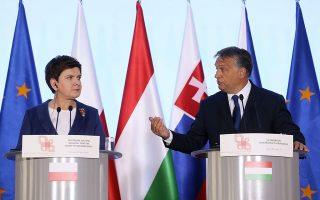 Η Πολωνή πρωθυπουργός Μπεάτα Σίντλο και ο Ούγγρος ομόλογος της Βίκτορ Όρμπαν.