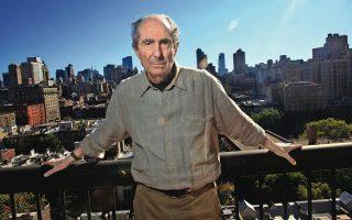 Ο Φίλιπ Ροθ στο διαμέρισμά του στο Μανχάταν. Ενα ακόμη βιβλίο του μεταφέρεται στον κινηματογράφο: το κορυφαίο «Αμερικανικό ειδύλλιο».
