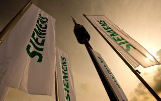 Σφοδρή πολιτική αντιπαράθεση προκάλεσε η αναβολή - φιάσκο της πολύκροτης δίκης της Siemens, που «σέρνεται» στα δικαστήρια επί 11 ολόκληρα χρόνια.