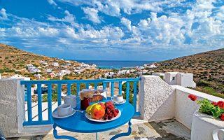 Πρωινό με θέα στην Αλοπρόνοια, από τα δωμάτια «Καμάρες». (Φωτογραφία: ΚΛΑΙΡΗ ΜΟΥΣΤΑΦΕΛΛΟΥ)