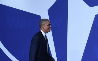 Ο πρόεδρος Μπαράκ Ομπάμα καθώς προσέρχεται στη Σύνοδο του ΝΑΤΟ στη Βαρσοβία.