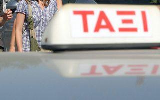 irakleio-toyristes-traymatisan-me-machairi-odigo-taxi0