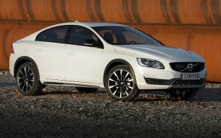elkystikes-times-gia-volvo-s60-amp-038-v60-cross-country0