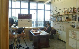 Ο Μαξ Τέγκμαρκ, στο γραφείο του στο ΜΙΤ της Μασαχουσέτης. Κύριο ερευνητικό του αντικείμενο, η κοσμολογία.