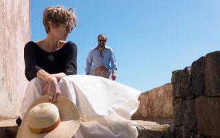 Η Τίλντα Σουίντον  (Μαριάν) πρωταγωνιστεί στο «Κάτω από τον ήλιο».