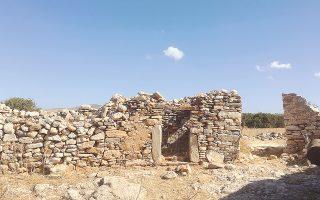 Στη Νάξο διατηρούνται μνημεία από τα αρχαία χρόνια έως τον 20ό αιώνα.