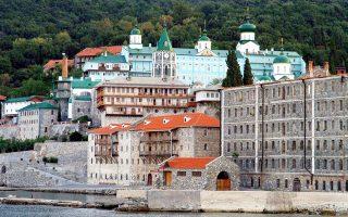Ο αντίκτυπος της αποδημίας του ηγουμένου της Μονής του Αγίου Παντελεήμονος ξεφεύγει από τα όρια της Χερσονήσου του Αθω, καθώς αγγίζει τη ρωσοουκρανική σύγκρουση και εμπλέκεται στον «πόλεμο» Μόσχας - Φαναρίου. Ο κατά κόσμο Ιάκωβος Αλιόχιν ήταν ο άνθρωπος της Ρωσίας στον Αθω. Τώρα δεν αποκλείεται να αλλάξουν οι ισορροπίες.