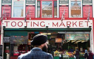 Η συνοικία Τούτινγκ στο νότιο Λονδίνο, όπου γεννήθηκε ο δήμαρχος της βρετανικής πρωτεύουσας Σαντίκ Καν, αποτελεί πρότυπο αποτελεσματικής ενσωμάτωσης μεταναστών από τη νότια Ασία.