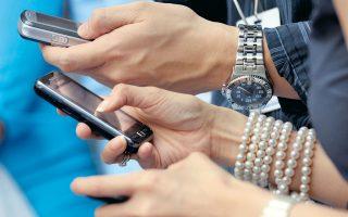 Την περαιτέρω ανάπτυξη των χρηματοοικονομικών υπηρεσιών που παρέχονται μέσω κινητών τηλεφώνων αναμένεται να προωθήσουν τα social media, καθώς και το «άνοιγμα» στις αναδυόμενες αγορές.