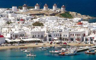 Ο προϋπολογισμός των επενδυτών κυμαίνεται από 800.000 ευρώ έως 1,5 εκατ. ευρώ, ενώ, όταν πρόκειται για πολυτελή ακίνητα με ακόμα περισσότερες ανέσεις, όπως μεγάλους κήπους, απρόσκοπτη και άμεση πρόσβαση στη θάλασσα, φθάνει έως και τα 3 εκατ. ευρώ.