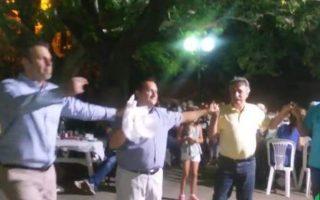 Η γιορτή της φασολάδας στο Κουμαρίτσι του Δήμου Λαμίας είχε και χάπενινγκ: τo τσάμικο του δημάρχου Στυλίδας, Απόστολου Γκλέτσου.