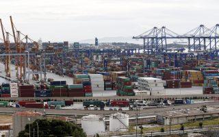 Οι προωθούμενες επενδύσεις του υπό κινεζικού ελέγχου ΟΛΠ έχουν ως στόχο τη μετατροπή του λιμένα του Πειραιά στο μεγαλύτερο διαμετακομιστικό λιμάνι εμπορευματοκιβωτίων στην Ευρώπη, καθιστώντας το στρατηγικό σημείο της και το μεγαλύτερο λιμάνι αναχώρησης στον κόσμο για εταιρείες κρουαζιέρας.
