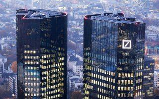 Το γερμανικό οικονομικό ινστιτούτο ZEW επανέλαβε τα λεγόμενα στρες τεστ για τις 51 μεγάλες ευρωπαϊκές τράπεζες χρησιμοποιώντας τη μεθοδολογία της Fed και κατέληξε στο συμπέρασμα ότι η Deutsche Bank θα είχε το υψηλότερο δυνητικό κεφαλαιακό έλλειμμα, 19 δισ. ευρώ, από κάθε άλλη ανταγωνίστριά της.