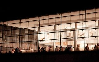 Πανσέληνος του Αυγούστου στο Μουσείο Ακρόπολης. Μια εμπειρία διόλου συνηθισμένη, ιδίως αν συμπληρώνεται και από ζωντανή μουσική ταιριαστή στο περιβάλλον.