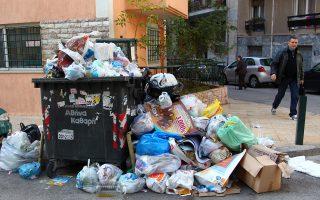Η Περιφέρεια Αττικής έχει μείνει πίσω στο θέμα της διαχείρισης σκουπιδιών.