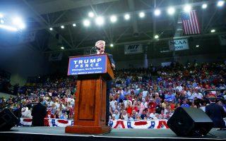Ο Ντόναλντ Τραμπ κατά τη διάρκεια της επίμαχης ομιλίας του  την Τρίτη στη Β. Καρολίνα.