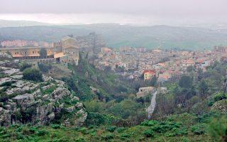 Το Κορλεόνε είναι η γενέτειρα των αρχιμαφιόζων «Τοτό» Ριίνα και Μπερνάρντο Προβεντσάνο.