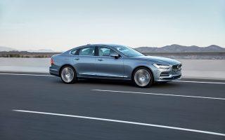 Το νέο S90 εντυπωσιάζει με τη σχεδίασή του τόσο εξωτερικά όσο και εσωτερικά (κάτω). Μάλιστα, η επιτροπή Car Design Award το βράβευσε με το «Brand Design Language Award 2016» για το πιο σύγχρονο αυτοκινητικό design.