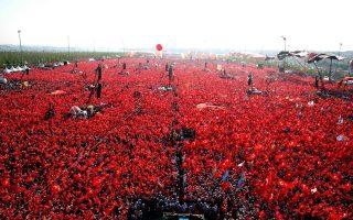 «Κόκκινη» φιλοκυβερνητική ομοιογένεια μετά το αποτυχημένο πραξικόπημα στην Τουρκία.