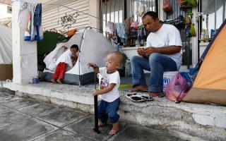 Πρόσφυγες που διαμένουν στο Ελληνικό θα μεταφερθούν στον νέο χώρο στη Θήβα, σύμφωνα με τους κυβερνητικούς σχεδιασμούς.