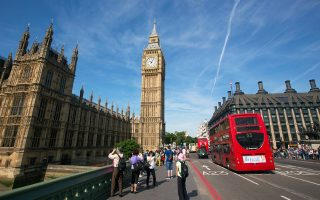 Τα θετικά στοιχεία για την απασχόληση στη Μεγάλη Βρετανία περιόρισαν τις απώλειες στο χρηματιστήριο του Λονδίνου.