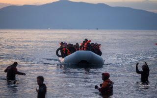 Χθες στη Λέσβο έφτασαν ακόμα 44 άτομα. Στο νησί βρίσκονται 4.413 πρόσφυγες και μετανάστες.