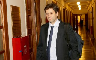 Ο αναπληρωτής υπουργός Οικονομικών Γιώργος Χουλιαράκης εξέδωσε εγκύκλιο με την οποία παρέχει διευκρινίσεις στις ανεξάρτητες αρχές για τον ορισμό του γενικού διευθυντή Οικονομικών Υπηρεσιών (ΓΔΟΥ).