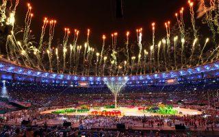 Η τελετή λήξης των 31ων Ολυμπιακών Αγώνων εξελίχθηκε σε εντυπωσιακό πάρτι, όπως αυτά στα οποία ειδικεύονται οι Βραζιλιάνοι.