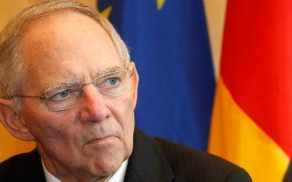 Ο Γερμανός υπουργός Οικονομικών Βόλφγκανγκ Σόιμπλε θεωρεί ότι οι μακροπρόθεσμες συνέπειες της πολιτικής των χαμηλών επιτοκίων που εφαρμόζει η ΕΚΤ ενδέχεται να επηρεάσουν και τα συνταξιοδοτικά προγράμματα, ενώ τονίζει πως λύση θα μπορούσε να βρεθεί μόνο μέσα από μεταρρυθμίσεις και επενδύσεις.