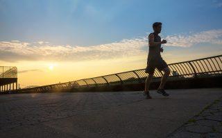 Αν τρέχουμε μισή ώρα ημερησίως, θα αποκομίσουμε οφέλη για την υγεία.