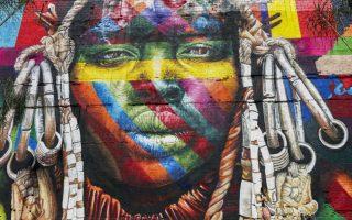 Τα ρεκόρ στο Ρίο ξεκίνησαν. Μπορεί τα στάδια ακόμη να μην γέμισαν αλλά ο Βραζιλιάνος Eduardo Kobra περιμένει μια πρωτιά από το Guinness World Record. Αυτή του μεγαλύτερου (και υπέροχου) γκράφιτι που έχει γίνει από έναν καλλιτέχνη για το έργο Ethnicities (μέρος του οποίου αποτυπώνεται στην φωτογραφία) στο Rorto Maravilha του Ρίο ντε Τζανέιρο.  EPA/NIC BOTHMA