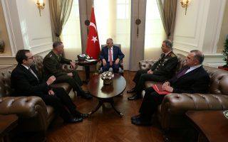 H επίσκεψη του αρχηγού του γενικού επιτελείου των ΗΠΑ, στρατηγού Ντάνφορντ, στην Αγκυρα (αριστερά, με τον Τούρκο πρωθυπουργό Μπιναλί Γιλντιρίμ), την περασμένη εβδομάδα, φαίνεται ότι άνοιξε τον δρόμο για την επιστροφή των αμερικανοτουρκικών σχέσεων σε κλίμα ομαλότητας.