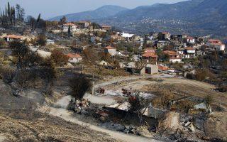 Σπίτια κατεστραμμένα στο χωριό Μάκιστος του νομού Ηλείας μετά τις καταστροφικές πυρκαγιές του Αυγούστου του 2007, οι οποίες έκαψαν περισσότερα από 268.834.000 στρέμματα και προκάλεσαν το θάνατο 63 ανθρώπων.