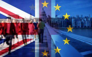 Οι περισσότεροι οικονομολόγοι δεν συμμερίζονται αυτή την ευφορία και επισημαίνουν πως οι θετικές ενδείξεις ίσως δεν λένε παρά ελάχιστα για τη μακροπρόθεσμη εικόνα της οικονομίας που θα πρέπει να αντέξει τη μακροχρόνια αβεβαιότητα, καθώς η Βρετανία θα εγκαταλείπει την Ε.Ε.