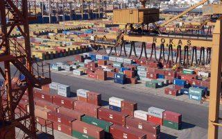 Παρότι οι περισσότεροι ειδικοί συμφωνούν ότι η ανάπτυξη των εξαγωγών αποτελεί τη μοναδική ίσως λύση για να εξέλθει η χώρα από την κρίση, το θέμα ουδόλως απασχόλησε τόσο την παρούσα όσο και τις προηγούμενες «μνημονιακές» κυβερνήσεις.