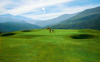 The Crete Golf Club, στη Χερσόνησο Κρήτης. Ενα γήπεδο-πρόκληση τόσο για ερασιτέχνες όσο και για επαγγελματίες παίκτες.