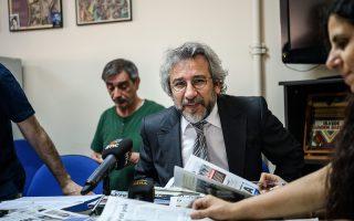 Ο διευθυντής της  Ozgur Gundem, Τζαν Ντουντάρ.
