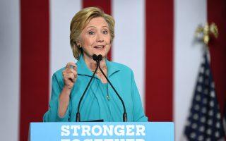 Ολοι στις ΗΠΑ συμφωνούν πως για τη Χίλαρι Κλίντον η αναμέτρηση θα μπορούσε να είναι περίπατος, αν δεν υπήρχαν προεκλογικά μερικά σκοτεινά σημεία.