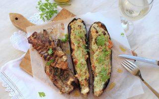 Η γεύση του ελληνικού καλοκαιριού βρίσκεται σε αμέτρητα πιάτα, πολλά από τα οποία ζωντανεύουν παιδικές μνήμες.