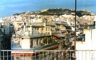 Αναλογική φωτογραφία (1995). «Είδα πώς φτιάχνεται η πόλη μέσα από τις ανθρώπινες χειρονομίες», λέει ο Λ. Μπαρτατίλας.