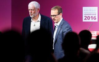 Τζέρεμι Κόρμπιν και Οουεν Σμιθ σε πρόσφατο τηλεοπτικό ντιμπέιτ. Το αποτέλεσμα των εσωκομματικών εκλογών στους Εργατικούς θα ανακοινωθεί στις 24 Σεπτεμβρίου.