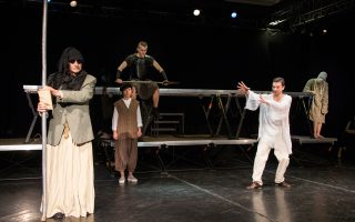 Στιγμιότυπο από την παράσταση «Οιδίπους τύραννος» σε σκηνοθεσία Ρίμας Τούμινας.