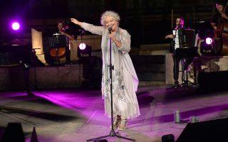 Η Τάνια Τσανακλίδου θα επαναλάβει στο Ηρώδειο την παράσταση της Μικρής Επιδαύρου με τίτλο «Μείναν τα τραγούδια μόνα».